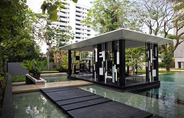 quattro-thonglor-bangkok-condo-for-sale-The-area-around-the-pool-2