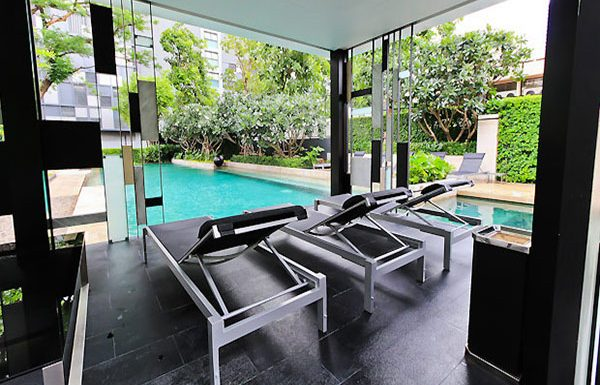 quattro-thonglor-bangkok-condo-for-sale-swimming-pool